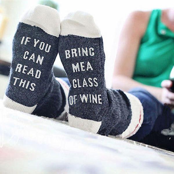 64b8c9b592cba Chaussettes en coton unisex Humour Vin BRING ME A GLASS OF WINE