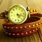 Montre Femme en cuir veritable studded fashion enroulee facon bracelet Marron