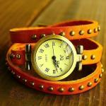 Montre Femme en cuir veritable studded fashion enroulee facon bracelet Orange